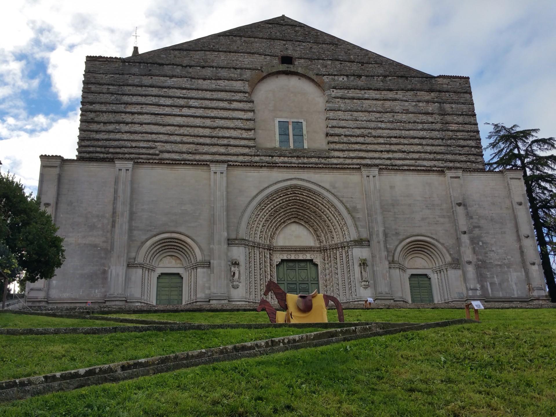 Hotel Fonte Cesia - Disfida di san Fortunato - Tempio di San Fortunato Arcieri - Todi