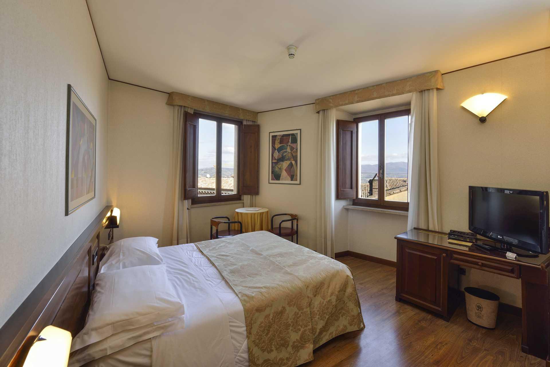 Hotel Fonte Cesia - camera classica con vista-classic rooms with view - Camera